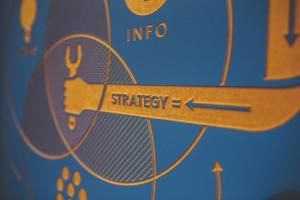 מעצב שירות מוביל את הארגון לקראת מודל עסקי חדש ומנחה אותו לשימוש בשירות כאסטרטגיה ליצירת ערך, לארגון עצמו וללקוחותיו